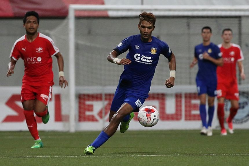 Hougang United's Fareez Farhan (centre) in action at the Great Eastern-Hyundai S.League match against Home United at Jalan Besar Stadium, on June 30, 2017.