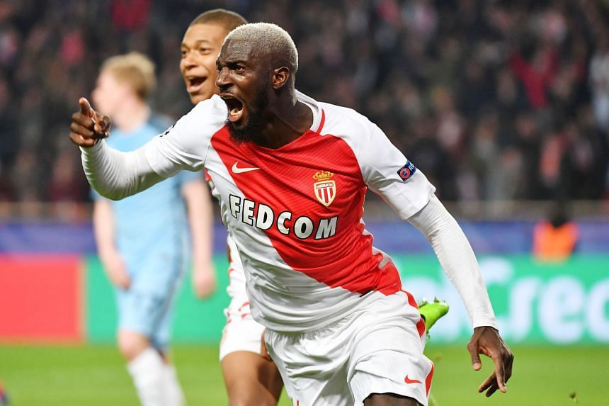 Monaco midfielder Tiemoue Bakayoko is wanted by both Manchester United and Chelsea and it is believed that the European club will not sell him for less than £40 million.