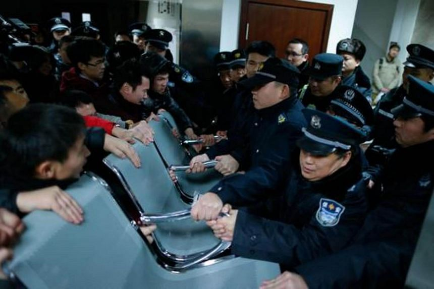 Angry family members of patients clash with security personnel at a hospital in Shanghai on Jan 1, 2015.