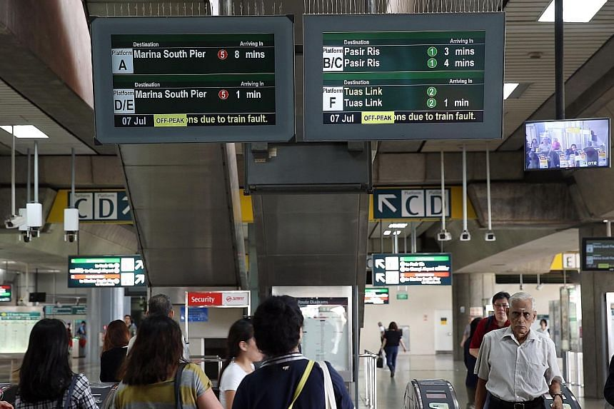 Commuters at Jurong East MRT station last Friday, when travel times were lengthened due to a train fault. A software patch is on the cards in the coming weeks, according to SMRT Trains CEO Lee Ling Wee.