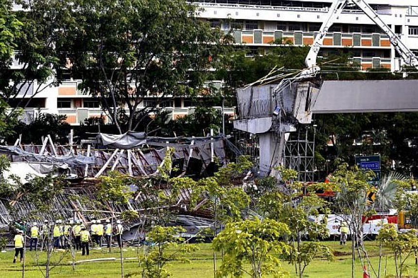 A structure collapsed on early Friday morning at the Pan-Island Expressway (PIE) exit to Tampines Expressway (TPE).