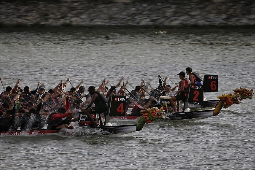 […]Competitors from SIM (boat No. 4) in action against SMU (not in picture), NTU (No. 2) and NUS (No. 6) during the Prime Minister's Cup men's final at the Singapore Dragon Boat Festival[/…]. Their women's team won their final.