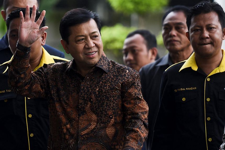 Setya Novanto waves as he arrives at Corruption Eradication Commision building (KPK) in Jakarta.