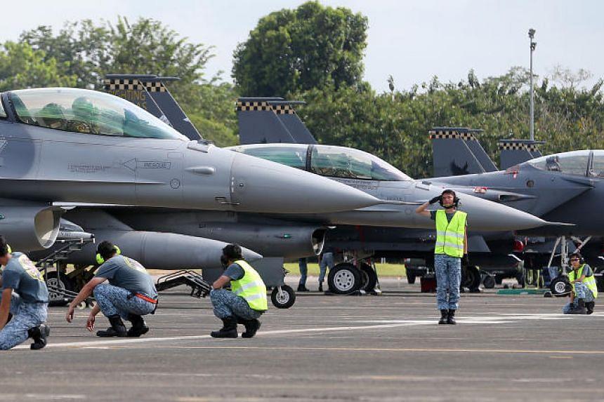 An F-16 preparing to take off from Tengah Air Base on Jan 27, 2016.
