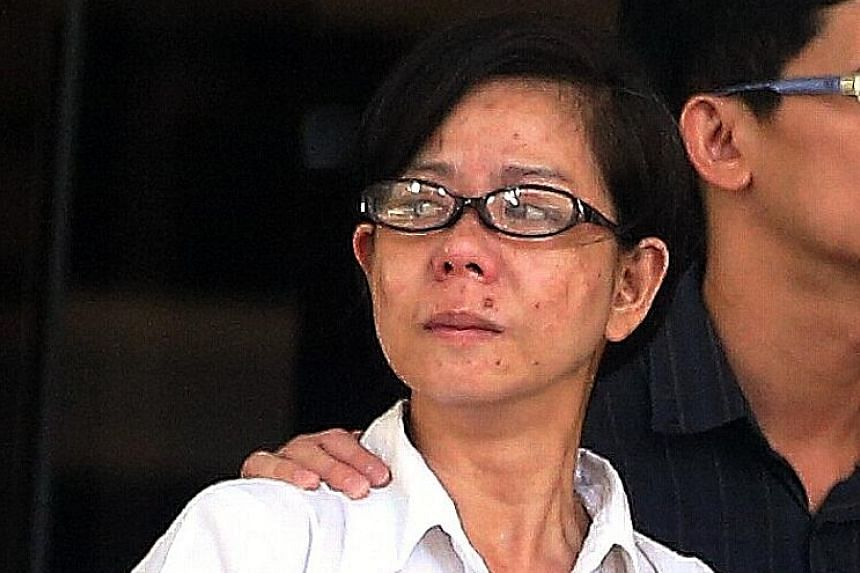 Marie Antonette Buhain Llagas hit cabby Chua Cheng Hwa when he tried to make her pay the fare. She was jailed for five weeks and fined $500.