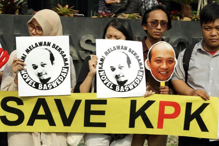 Indonesians outside the KPK complex rallying behind veteran graft investigator Novel Baswedan after he was attacked with acid while handling the e-KTP case.