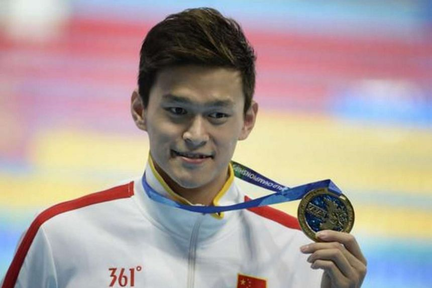 Sun Yang poses with his gold medal on the podium of the men's 800m freestyle swimming event at the 2015 FINA World Championships, on Aug 5, 2015.