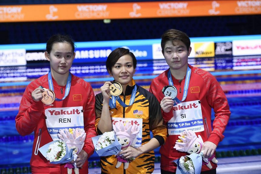 (Left to right) Bronze medalist Ren Qian of China, gold medalist Cheong Jun Hoong of Malaysia and silver medalist Si Yajie of China pose for photographs during the awarding ceremony of the Women's Diving 10m Platform event at the 17th FINA Swimming W
