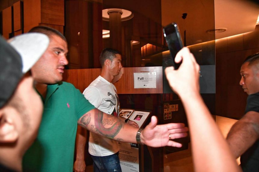 Cristiano Ronaldo headed to the Kuriya Dining at Great World City in Singapore in the evening of July 21, 2017.