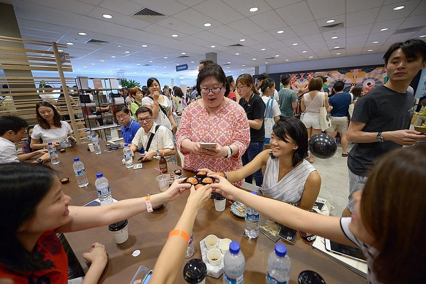 Ms Tan Hsueh Yun (in pink) hosted two dining sessions at last year's inaugural Singapore Coffee Festival.