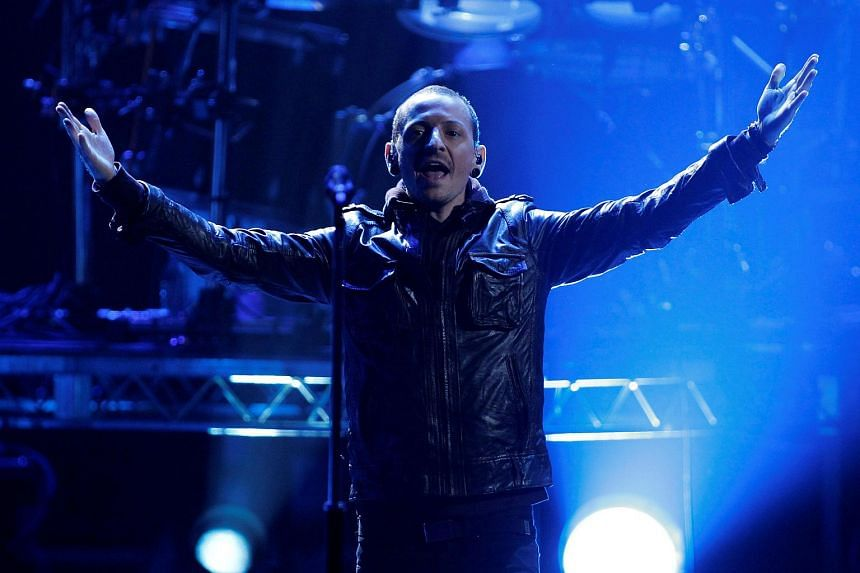 Chester Bennington of Linkin Park performs at the 40th American Music Awards in Los Angeles, California, on Nov 18, 2012.