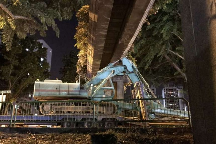 A trailer carrying an excavator crashed into a pedestrian bridge along Balestier Road on Friday (July 21) evening.