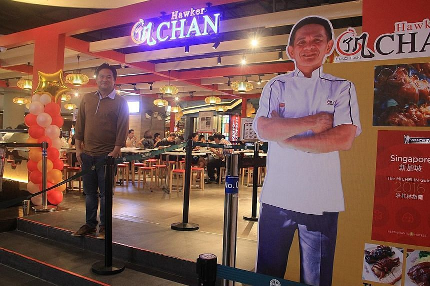 Mr Atipol Terahsongkran said that since its opening on June 24, the Hawker Chan outlet at the Terminal 21 shopping mall in central Bangkok has been earning an average of $6,000 daily.