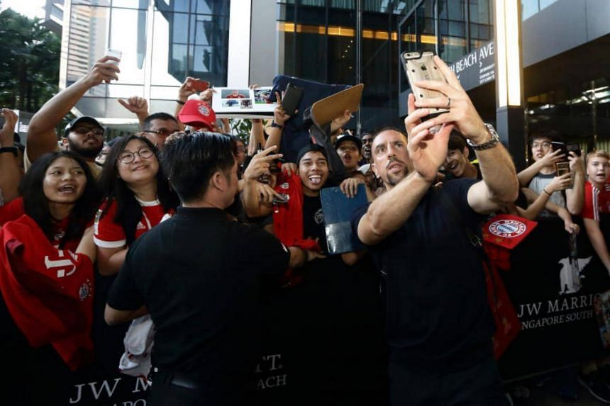 Franck Ribery of Bayern Muenchen takes selfie with fans outside the team hotel upon arriving in Singapore ahead of the International Champions Cup on July 23, 2017.