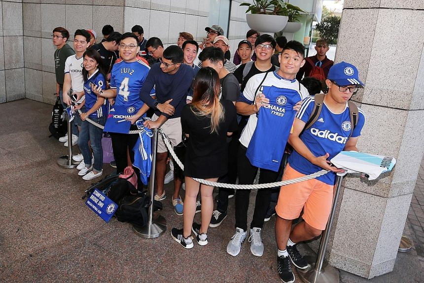 Chelsea fans waiting for their heroes at The Ritz-Carlton Millenia hotel driveway. Many of them waited for at least five hours.