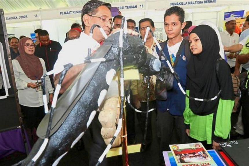 Malaysia's Health Minister S. Subramaniam has called on everyone in the country to play his or her role in combating the dengue menace.