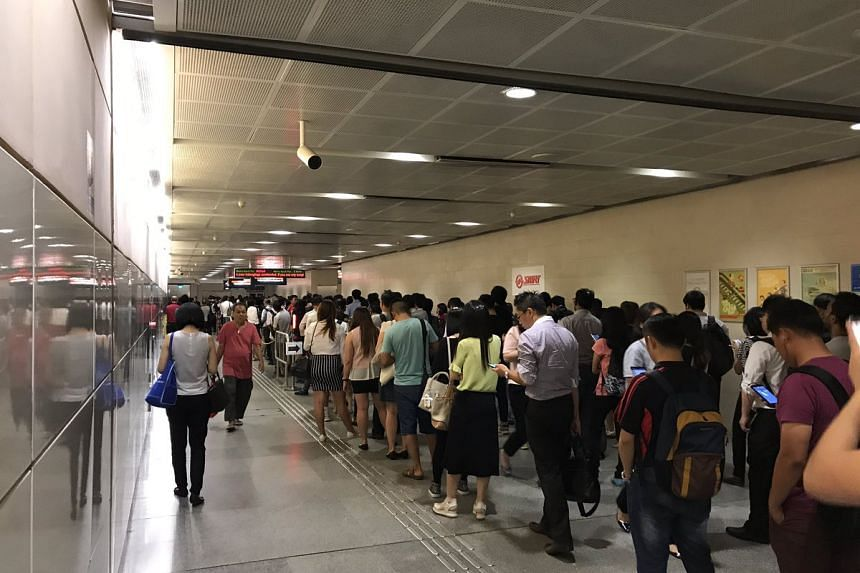 A crowd at Bishan MRT during the delay.