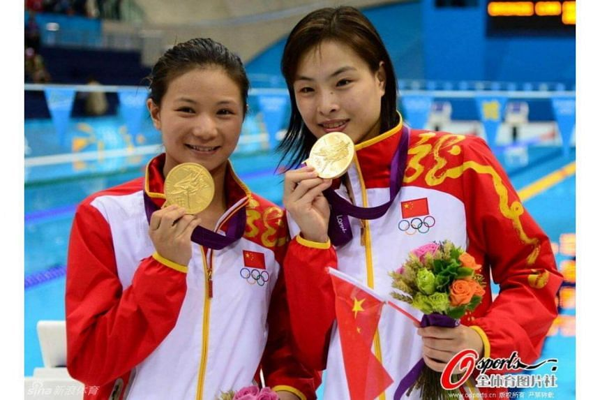 China's He Zi (left) and Wu Minxia pose with their gold medals during the London 2012 Olympic Games.