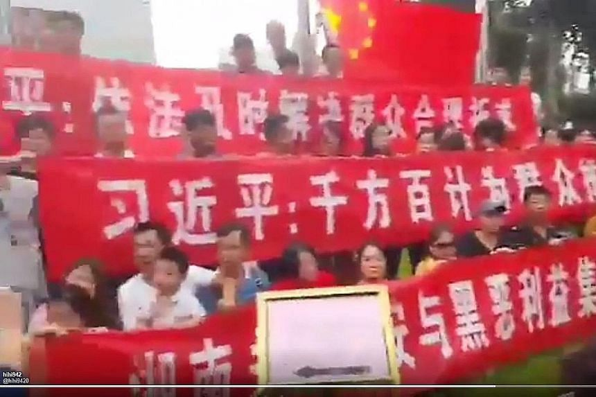Chinese protesters in Beijing appealed to President Xi Jinping on Monday to overturn the crackdown on their investment scheme, called Shanxinhui, and the recent arrest of its founder, Mr Zhang Tianming.