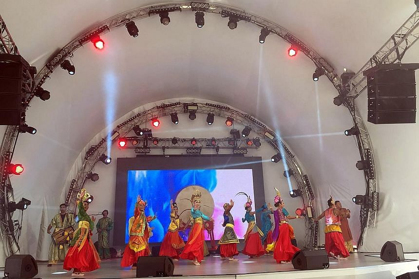 A performance on Singapore's past, present and future featured a cast of 20 dancers and musicians from the Republic. It was part of National Day celebrations at the Astana Expo, and saw the audience on their feet and clapping along to the music.