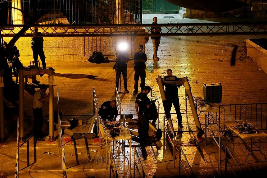 Israeli security forces yesterday started dismantling metal detectors installed recently at entrances to the compound of Al-Aqsa Mosque in Jerusalem's Old City. The site is regarded as holy by both Muslims and Jews.