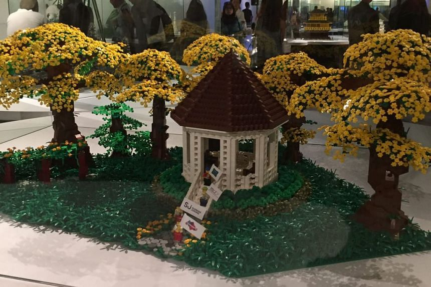 The Botanic Gardens replica is made up of some 10,000 Lego bricks and took 14 days to build.