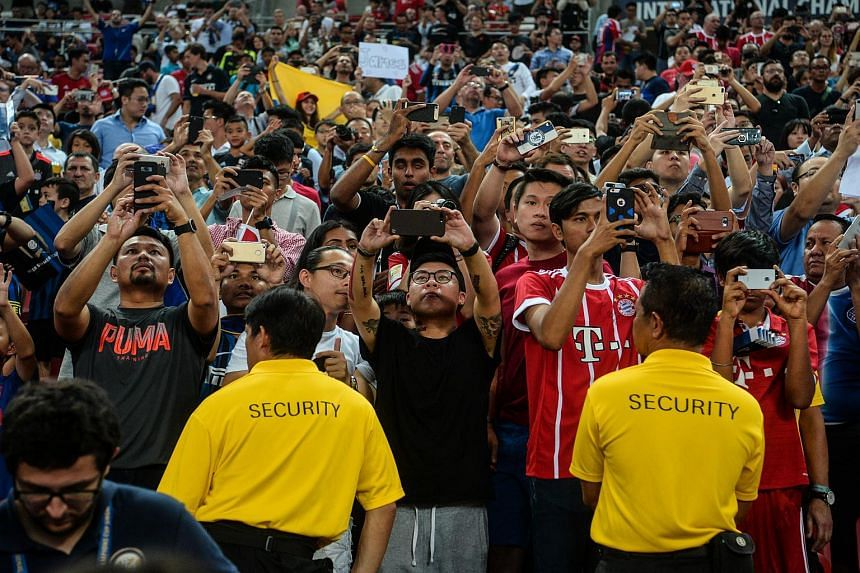 Fans taking pictures of the players during the ICC match between Inter Milan and Bayern Munich, at the National Stadium on July 27, 2017.