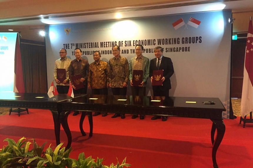 From left: Indonesian Chamber of Commerce and Industry chairman Rosan Roeslani, Indonesia's Investment Coordinating Board (BKPM) chairman Thomas Lembong, Coordinating Minister for Economic Affairs Darmin Nasution, Singapore's Trade Minister Lim Hng K