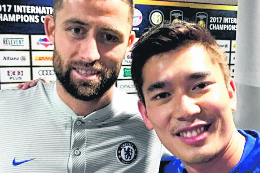 Local television actor Elvin Ng is proof that celebrities too have their fanboy moments. The 36-year-old Chelsea fan met new Blues captain Gary Cahill and received an autographed jersey. Bayern Munich youth goalkeeper Christian Fruchtl, 17, has been