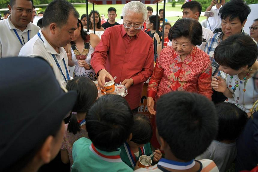President Tony Tan Keng Yam and Mrs Mary Tan distributing the Istana Harvest Sorbet to children at the Istana Open House on July 30, 2017.
