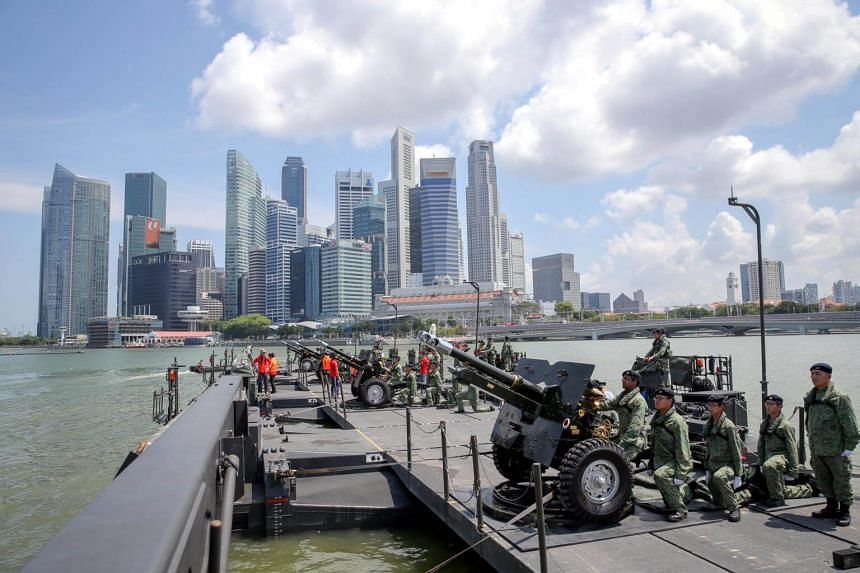 Four 25-pounder howitzer guns on board the Mobility 3rd Generation (M3G) military raft will fire 21 times in salute to the President during the NDP on Aug 9.