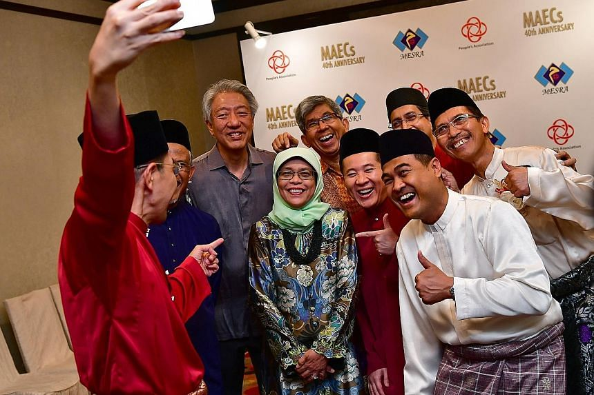 Dr Maliki Osman taking a wefie during the gala dinner with (from left) Mr Masagos Zulkifli (partially hidden), Deputy Prime Minister Teo Chee Hean, Parliament Speaker Halimah Yacob, Communications and Information Minister Yaacob Ibrahim, Parliamentar