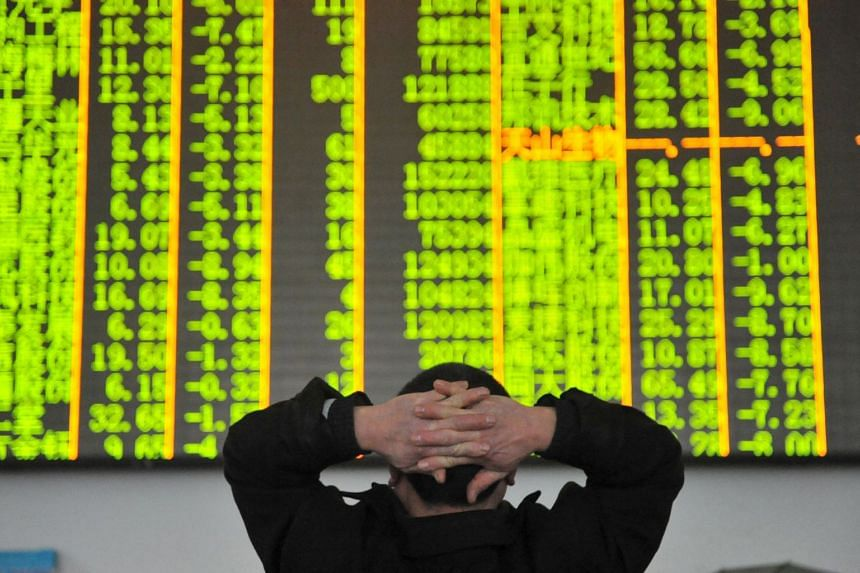 An investor looks at an electronic screen at a brokerage house in Hangzhou, Zhejiang province, on Jan 26, 2016.
