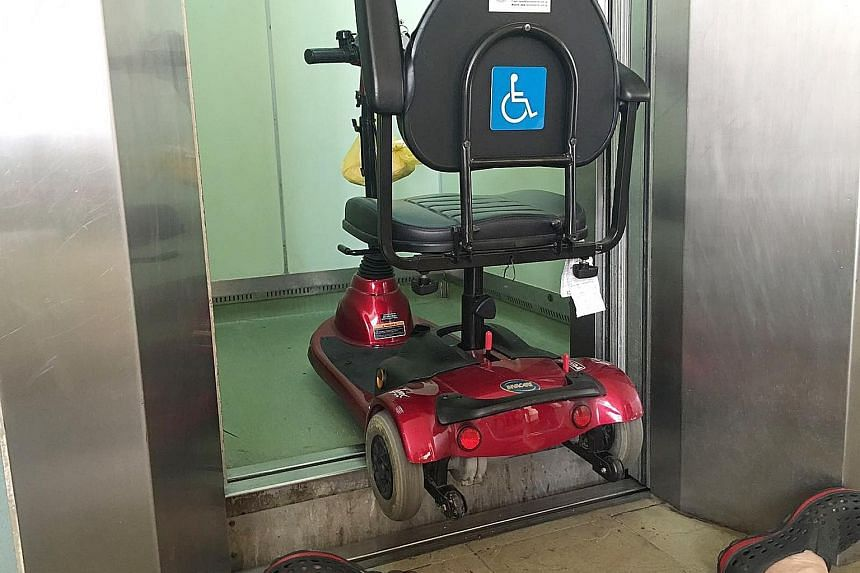 Mr Lim fell backwards after reversing his mobility scooter out of the lift without noticing the uneven levels. Officers inspecting the lift at Block 247, Pasir Ris Street 21, where 77-year-old Lim Hang Chiang fell on May 15 last year. Residents had p
