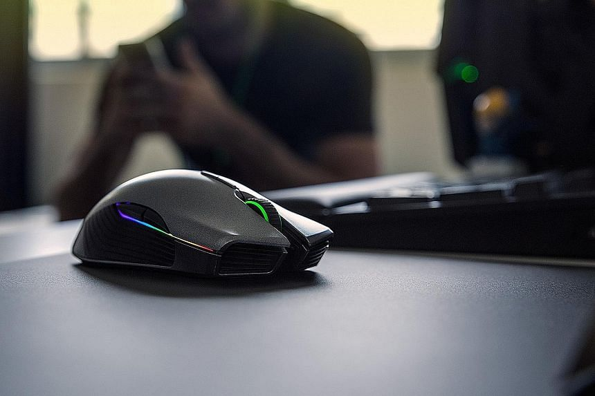The Razer Lancehead is a superb mouse to use. Its grip is comfortable and its response to your hand movement is lightning quick.