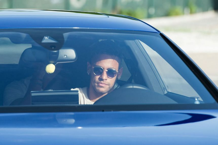Barcelona's Neymar arrives to take part in a team training session on Aug 2, 2017.