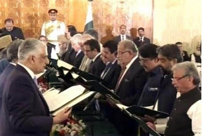 Cabinet members take oath at the ceremony in the Presidency.
