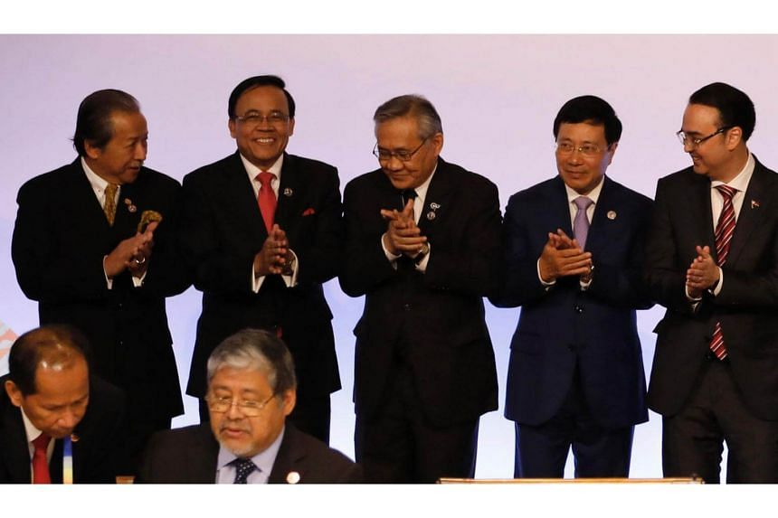 (From left to right) Malaysia's Foreign Minister Anifah Aman, Myanmar Deputy Foreign Minister Kyaw Tin, Thailand's Foreign Minister Don Pramudwinai, Vietnam's Foreign Minister Pham Binh Minh and Philippine Foreign Secretary Alan Peter Cayetano.