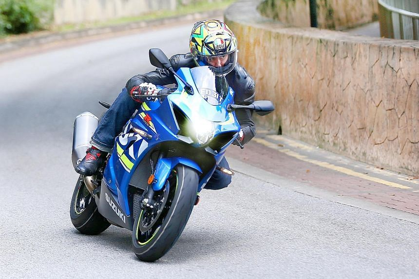 The Suzuki GSX-R1000 ABS takes to bends like an eagle swooping down on its prey.