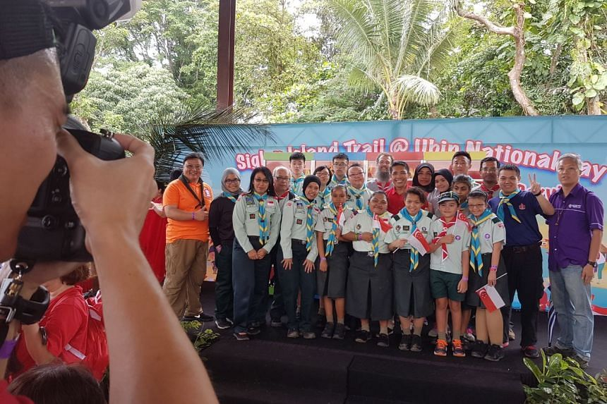 Dr Maliki Osman (in red) taking a photo with scouts from Metta School at Pulau Ubin at the Siglap Island Trail @ National Day celebrations on Wednesday morning (Aug 9).