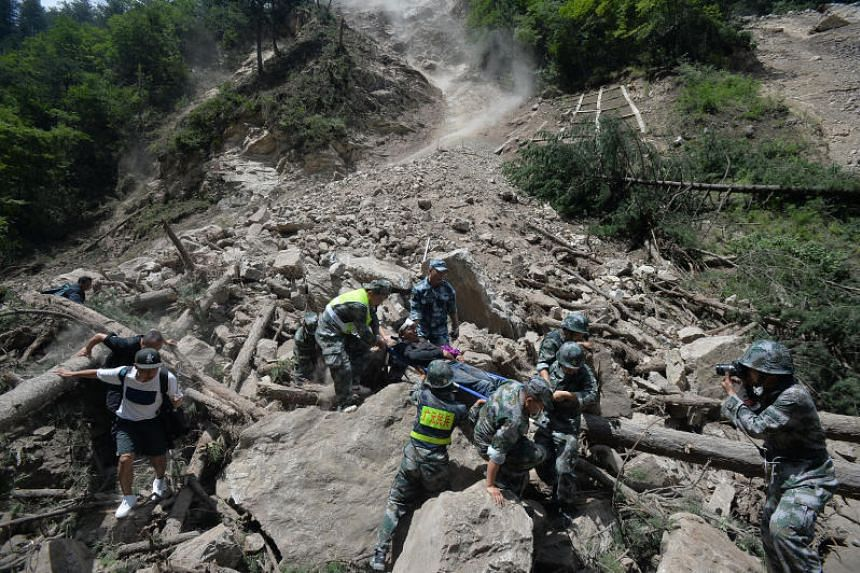 Chinese paramilitary police carry a survivor after an earthquake in Jiuzhaigou county, Ngawa prefecture, Sichuan province, China August 9, 2017.