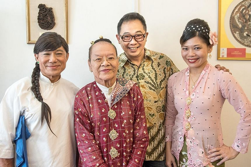 Kain Chik Dua Mungka: Double Faced stars (from far left) Lee Yong Ming, G.T. Lye, Frederick Soh and Christina Wee