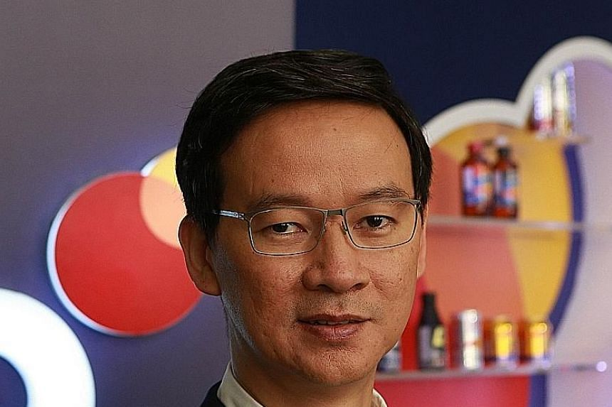 Mr Saravoot Yoovidhya, CEO of Thai beverage and snack giant TCP Group, to his top managers.