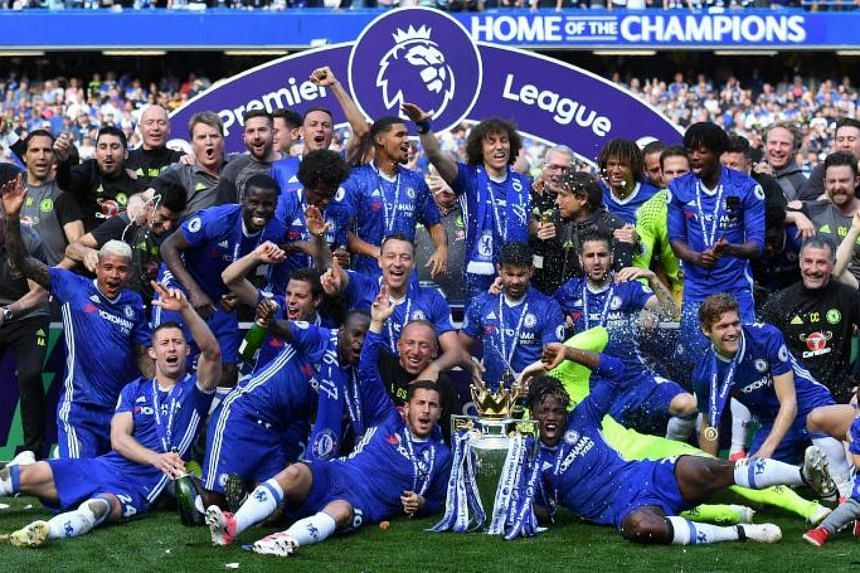 Chelsea's players gather on the pitch with the English Premier League trophy, on May 21, 2017.