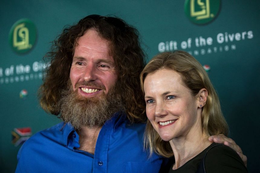 Stephen McGown poses with his wife Catherine after a press conference, Aug 10, 2017.