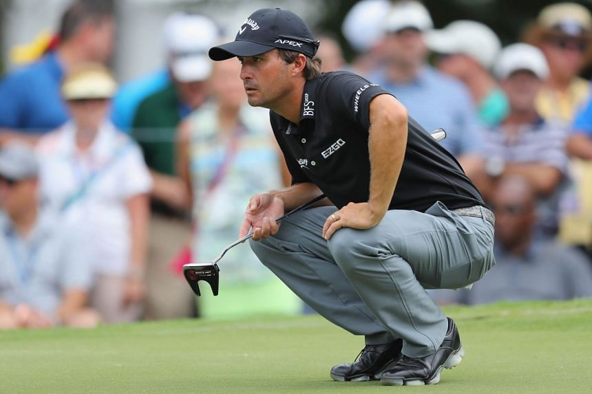 Kevin Kisner lines up a putt on the ninth green during the second round.