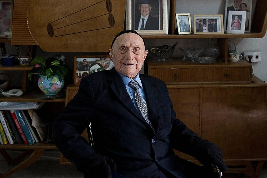 Mr Yisrael Kristal at his home in the Israeli city of Haifa in January 2015. He died a month before his 114th birthday.