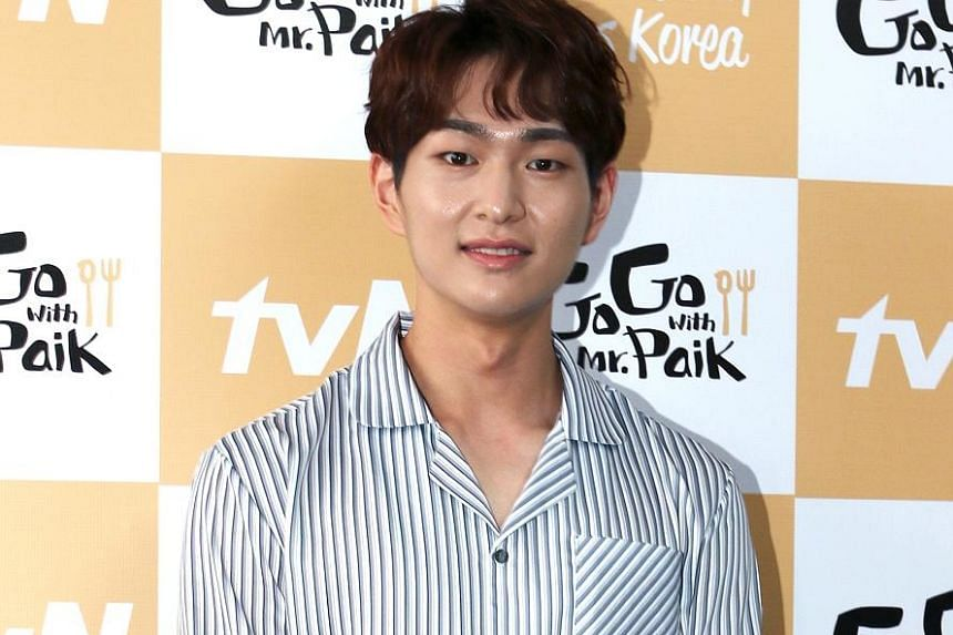 Onew of South Korean band SHINee allegedly touched a woman in a Seoul club inappropriately last Saturday.
