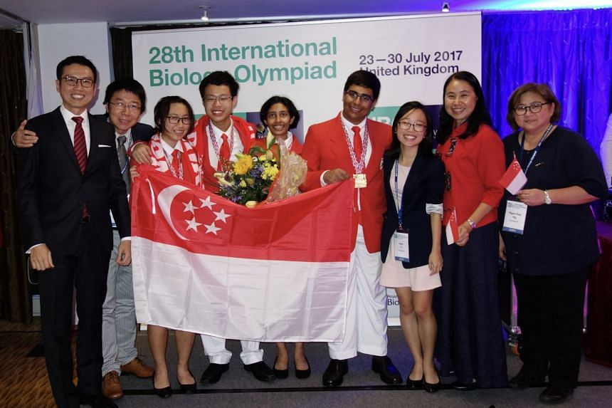 The experts and the team competing in the biology olympiad, (from left) Mr Marcus Chan, Dr Chen Zhong, ( Ms Lim Yan Ling, Mr Lucas Yeo, Ms Aditi Saayujya, Mr Muzammil Arif Din S/O Abdul Jabbar, Ms Li Jiaqi, Dr Beverly Goh and Dr Ng Ngan Kee.