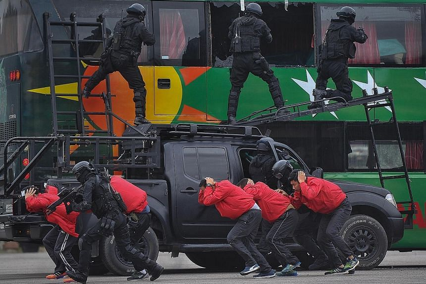 A total of 427 Malaysian army personnel, including 32 officers, will be involved in tackling emergency situations, including terrorist attacks, during the SEA Games in Kuala Lumpur. Known as the Anti-Terrorism Readiness Troop, the soldiers will be st